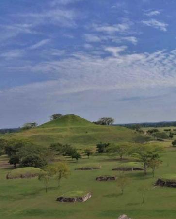 Zona arqueológica de Tamtoc y aguas termales de Taninul