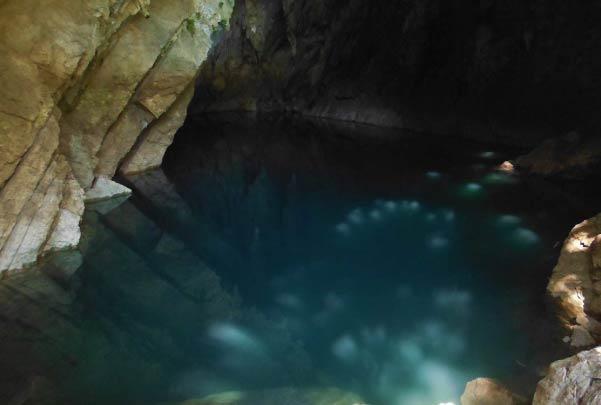Cascada de Tamul y cueva de agua