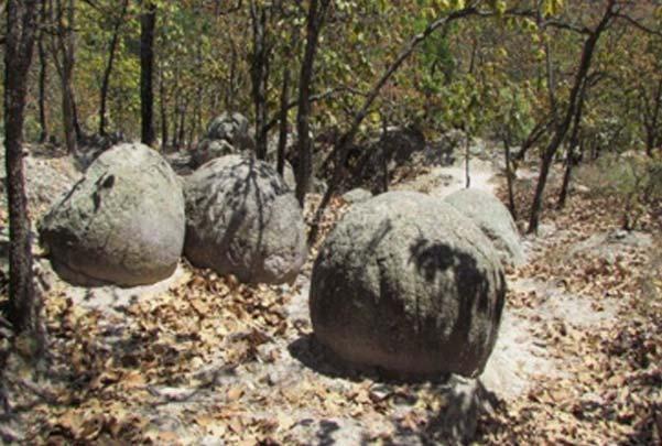 Caminata a las piedras bola