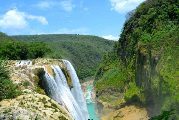 Rappel junto a la cascada de Tamul