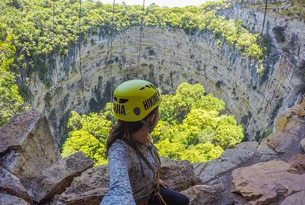 Sima de las cotorras y cascadas El Aguacero